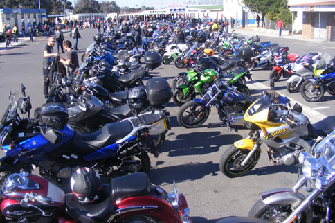 bikers-raise-funds-for-the-sunflower-fund-01